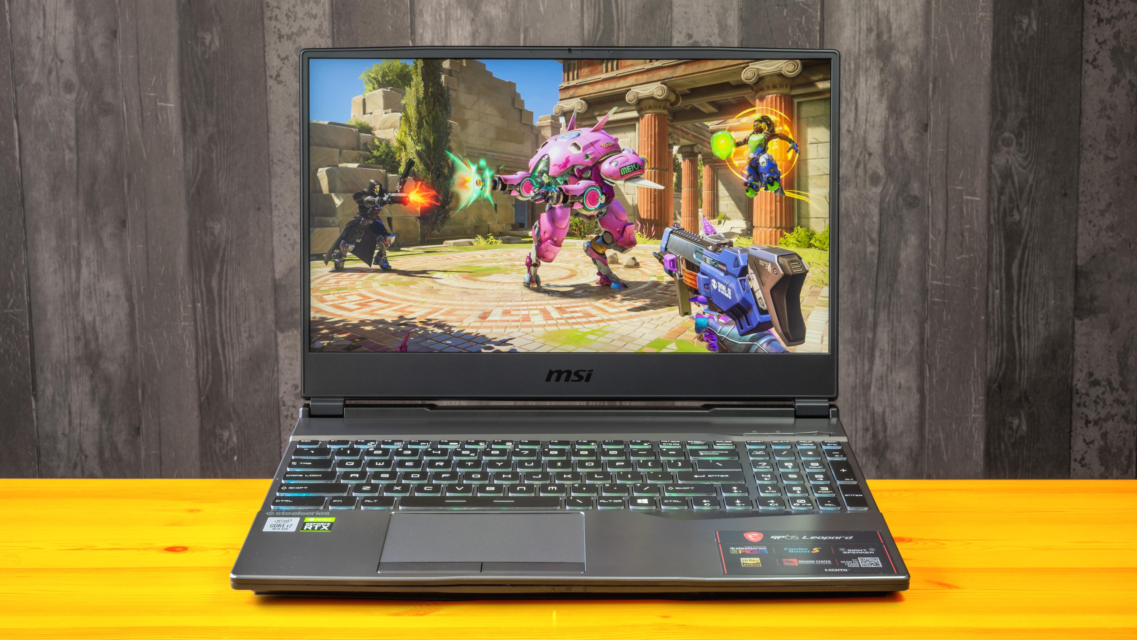 Een screenshot van Overwatch, afgebeeld op de MSI GP65 Leopard laptop.