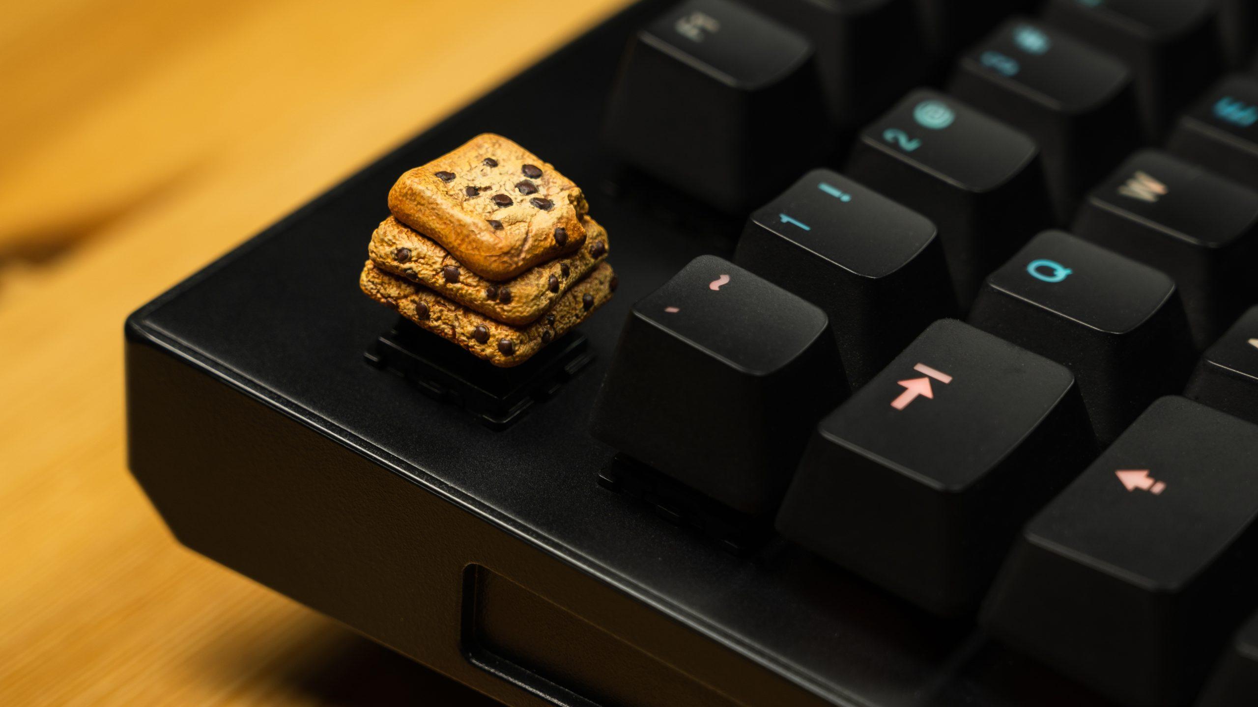Foto van de een Dwarf Factory-keycap op de plek van de escape-toets op het Wooting One-toetsenbord.