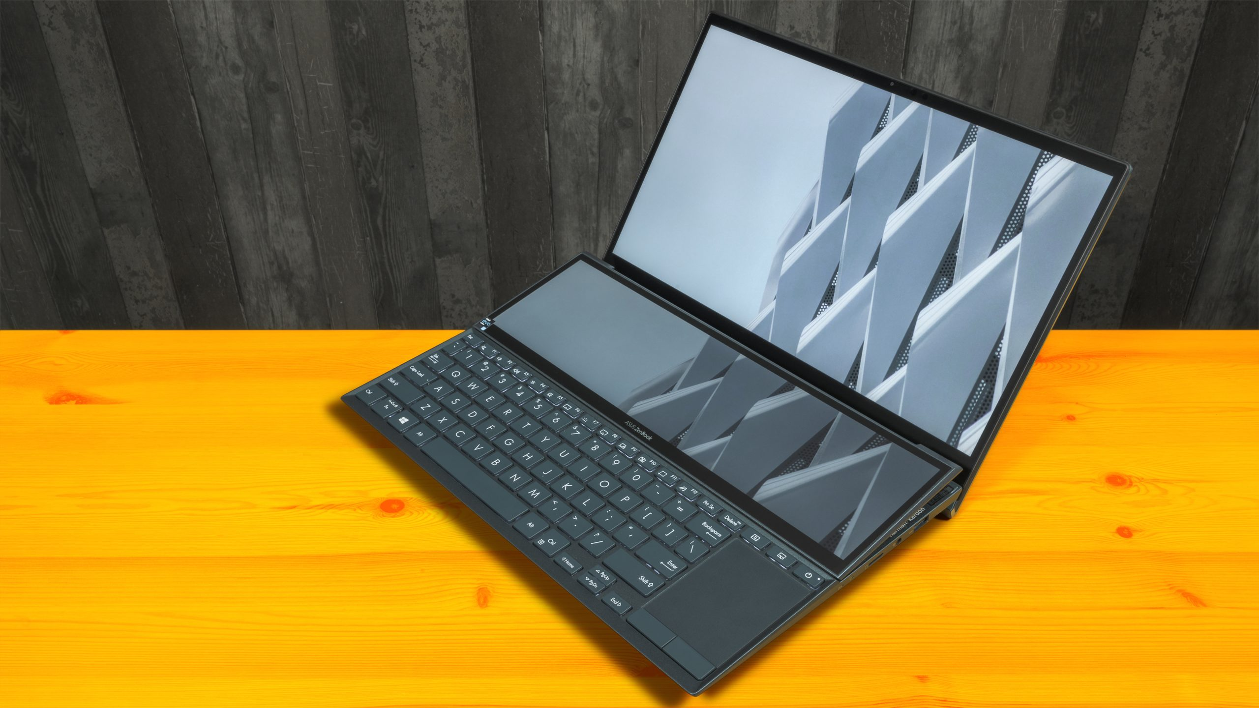 Foto van een opengeklapte ASUS ZenBook Duo-laptop.