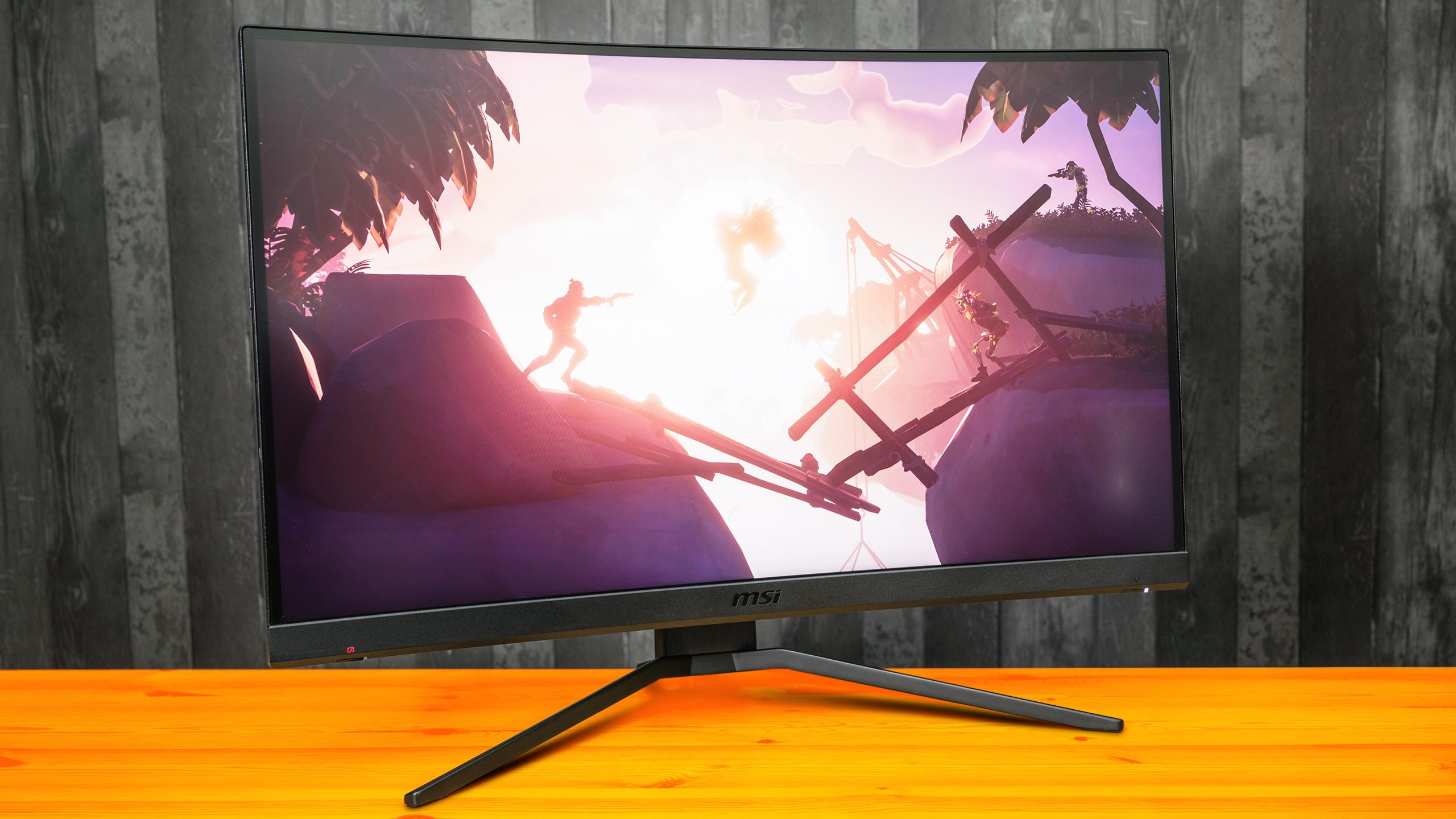 Vooraanzicht van de MSI Optix MAG272CQR gaming-monitor, met daarop een screenshot van Sea of Thieves afgebeeld.